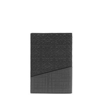 LOEWE Funda Puzzle Pasaporte Negro front