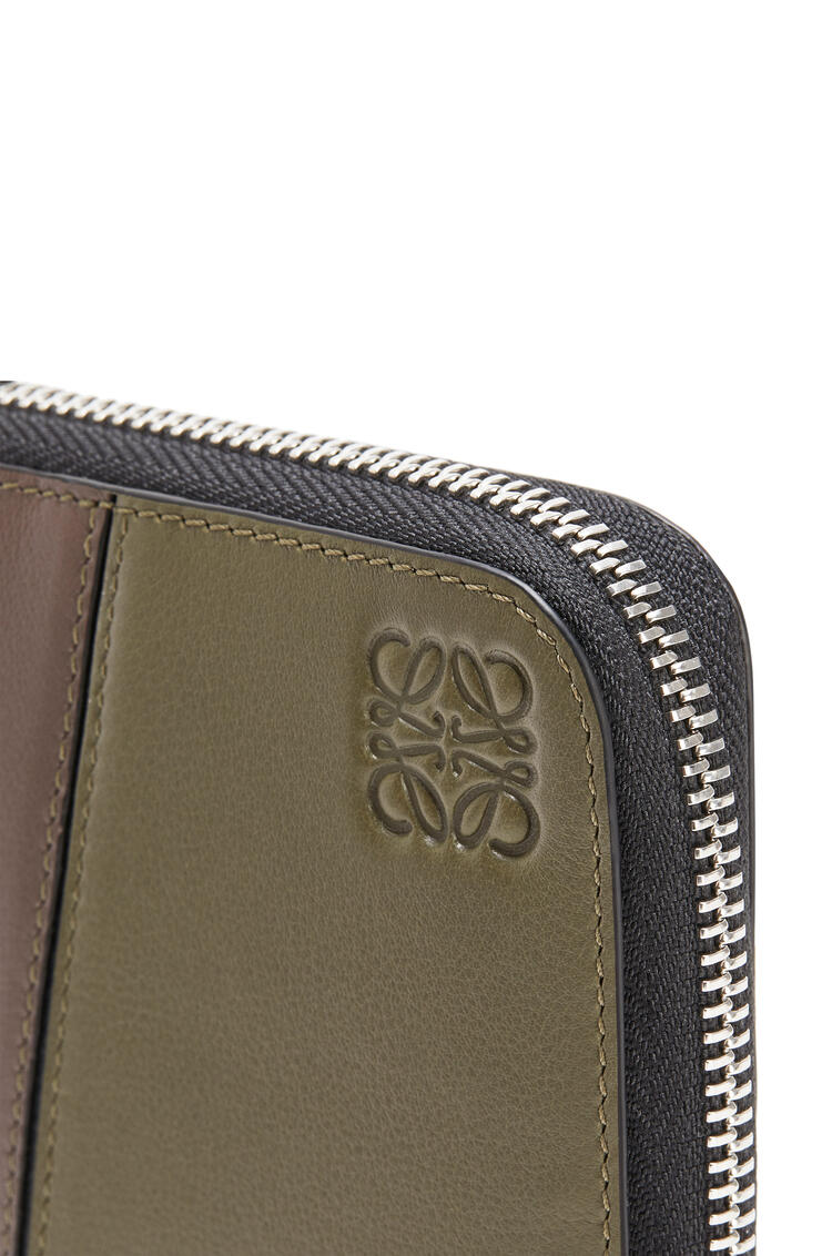 LOEWE Puzzle open wallet in classic calfskin Khaki Green/Ochre pdp_rd