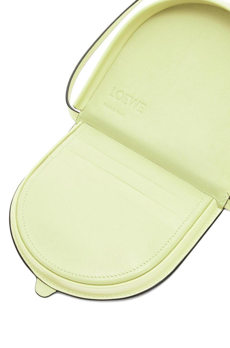 LOEWE ヒールポーチ スモール(ソフト カーフスキン) Pale Lime pdp_rd