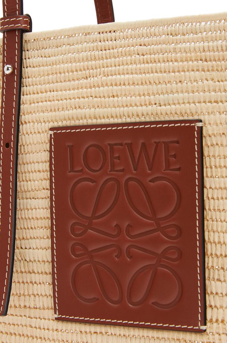 LOEWE 小号酒椰纤维和牛皮革方形 Basket 手袋 Natural/Pecan pdp_rd