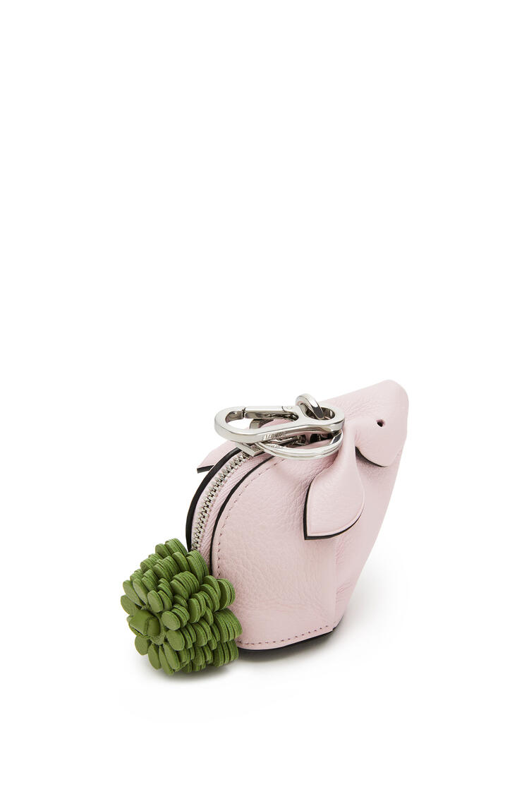 LOEWE Charm Bunny en piel de ternera clásica Rosa Hielo pdp_rd