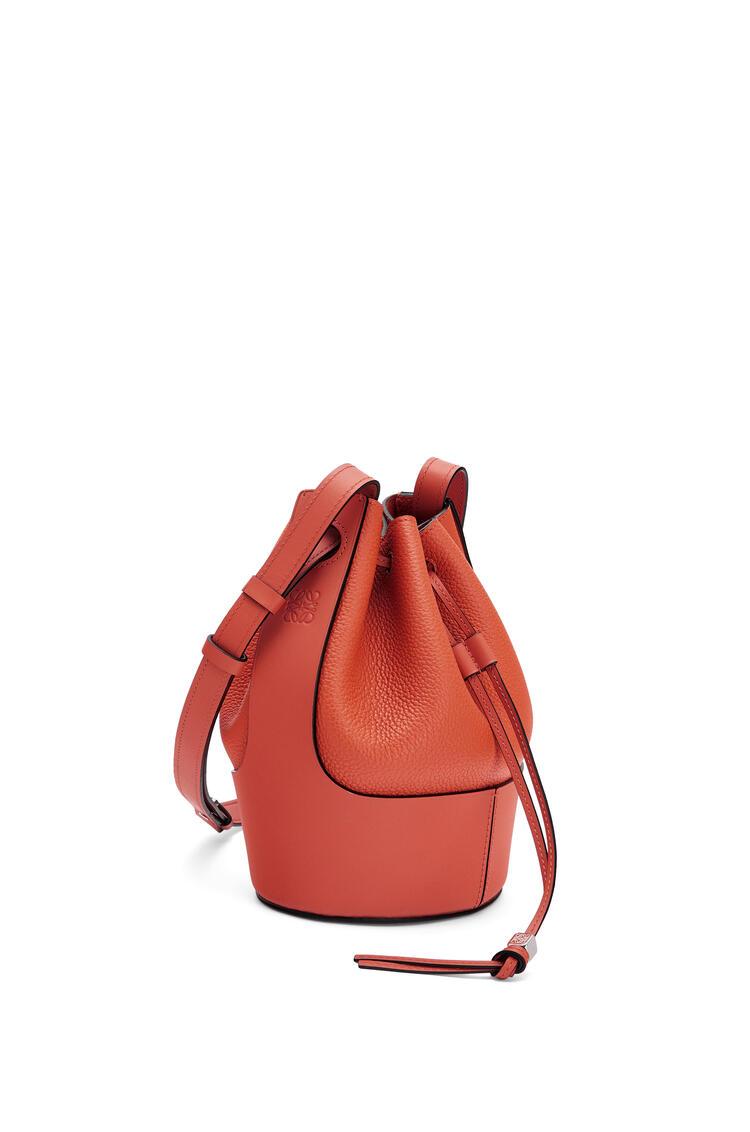LOEWE Small Balloon bag in grained calfskin Pumpkin pdp_rd