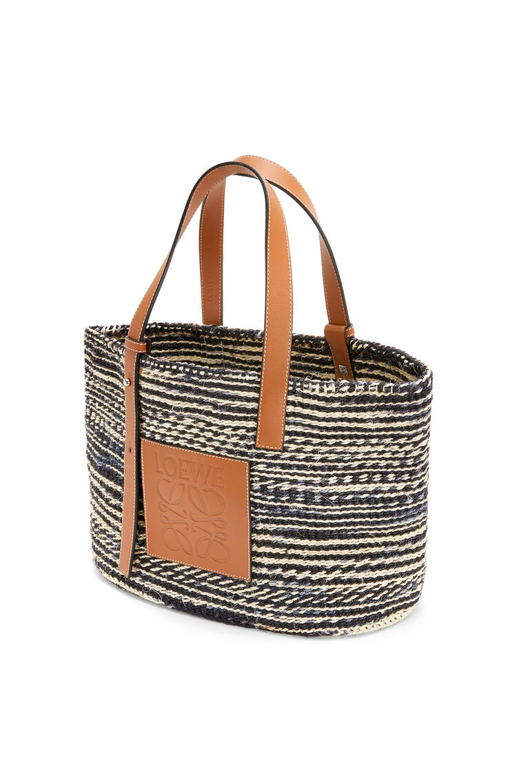 LOEWE Basket bag in sisal and calfskin Black/Tan pdp_rd