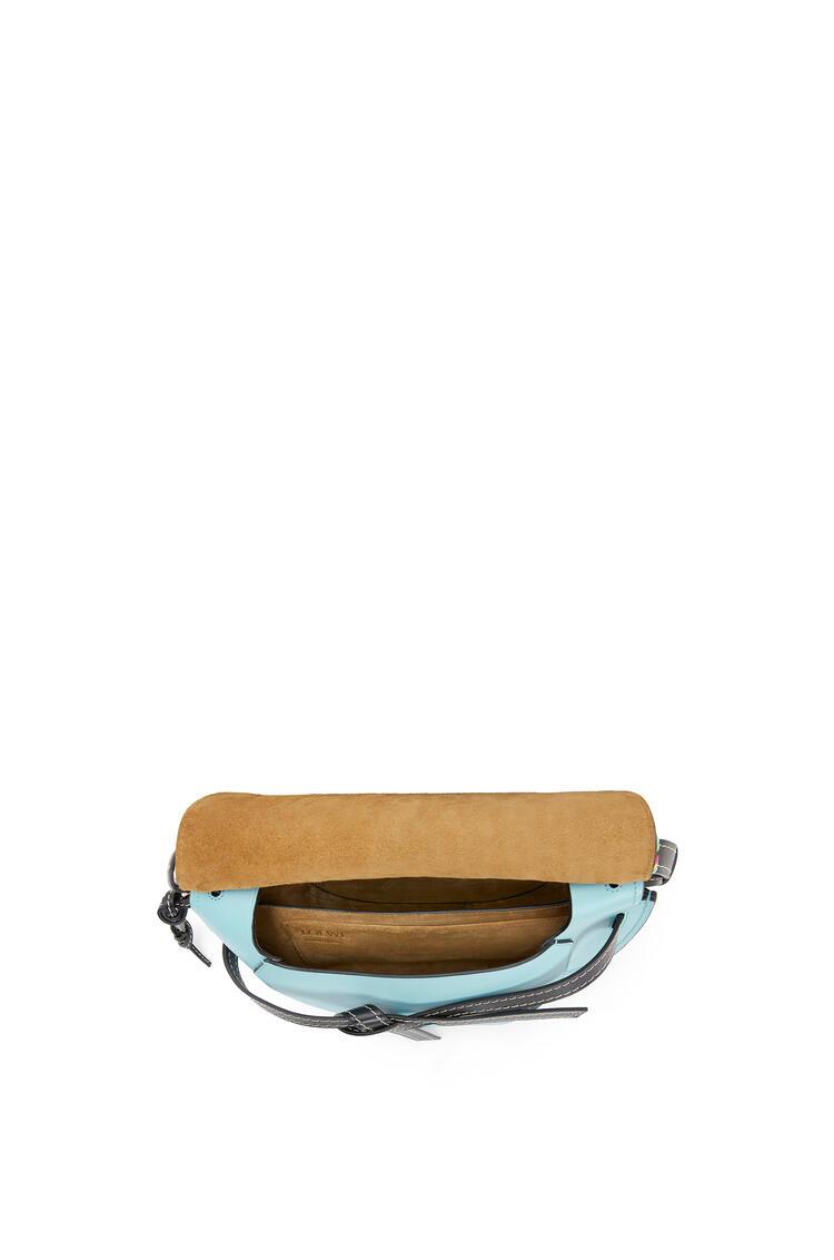 LOEWE Small Gate bag in raffia and calfskin Light Blue pdp_rd