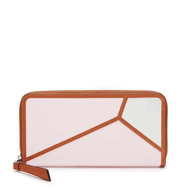 LOEWE Puzzle zip around wallet in classic calfskin Icy Pink/Soft White pdp_rd