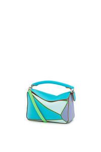 LOEWE Minibolso Puzzle en piel de ternera clásica Azul Laguna/Arandano pdp_rd