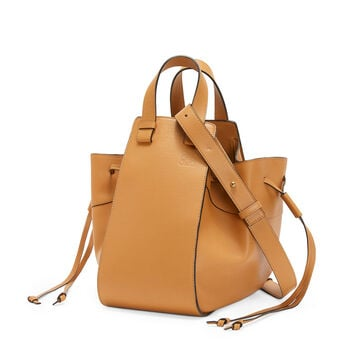 LOEWE Hammock Dw Medium Bag Light Caramel front