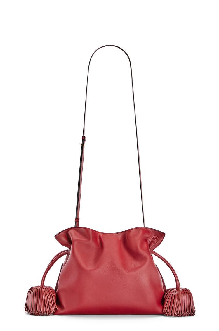 LOEWE Bolso Flamenco clutch con borlas en piel de ternera napa Rojo Profundo/Oxido Oscuro pdp_rd