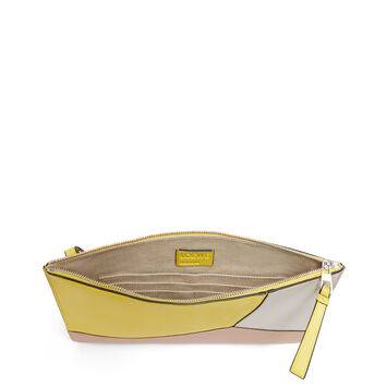 LOEWE Puzzle Medium Flat Pouch Yellow/Powder front