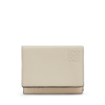 LOEWE Linen Trifold Wallet 乳白色 front