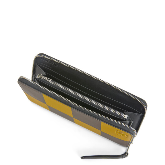LOEWE Zip Around Wallet Bicolor Ochre/Taupe front