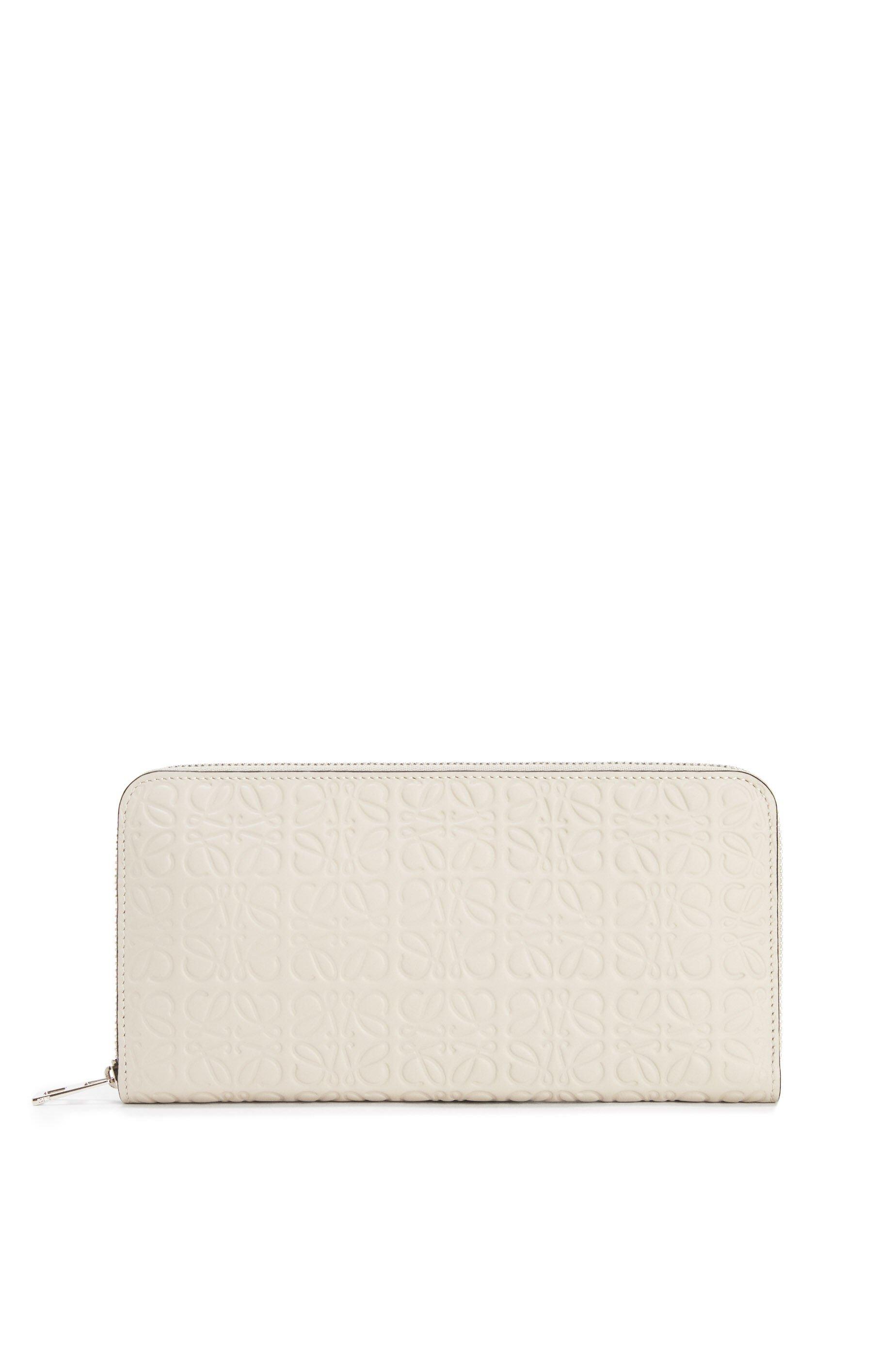 30代の女性におすすめロエベの財布