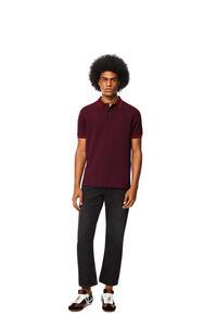 LOEWE Camisa en algodón con Anagrama y cuello de polo Burdeos pdp_rd