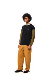 LOEWE Jersey de cuello redondo en lana colour-block Negro/Verde Kaki pdp_rd