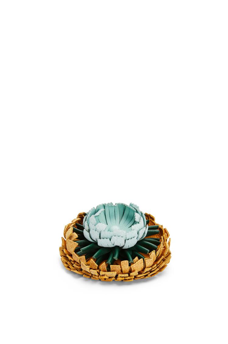 LOEWE Charm Flower en piel de ternera con tachuelas Amarillo Mango pdp_rd