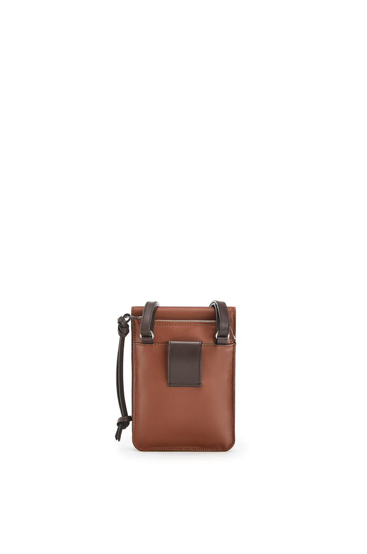 LOEWE Gusset Flat Crossbody Bag In Smooth Calfskin Cognac pdp_rd