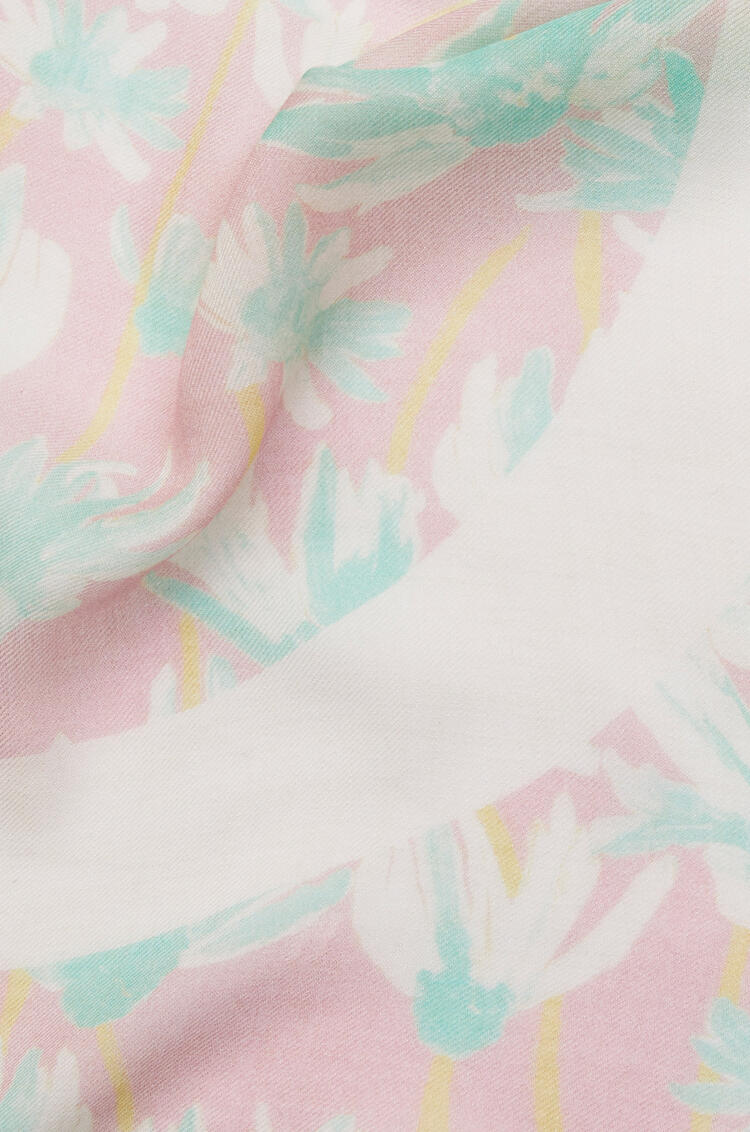 LOEWE 140 x 140 cm scarf in daisy modal and cashmere Pink/Light Green pdp_rd