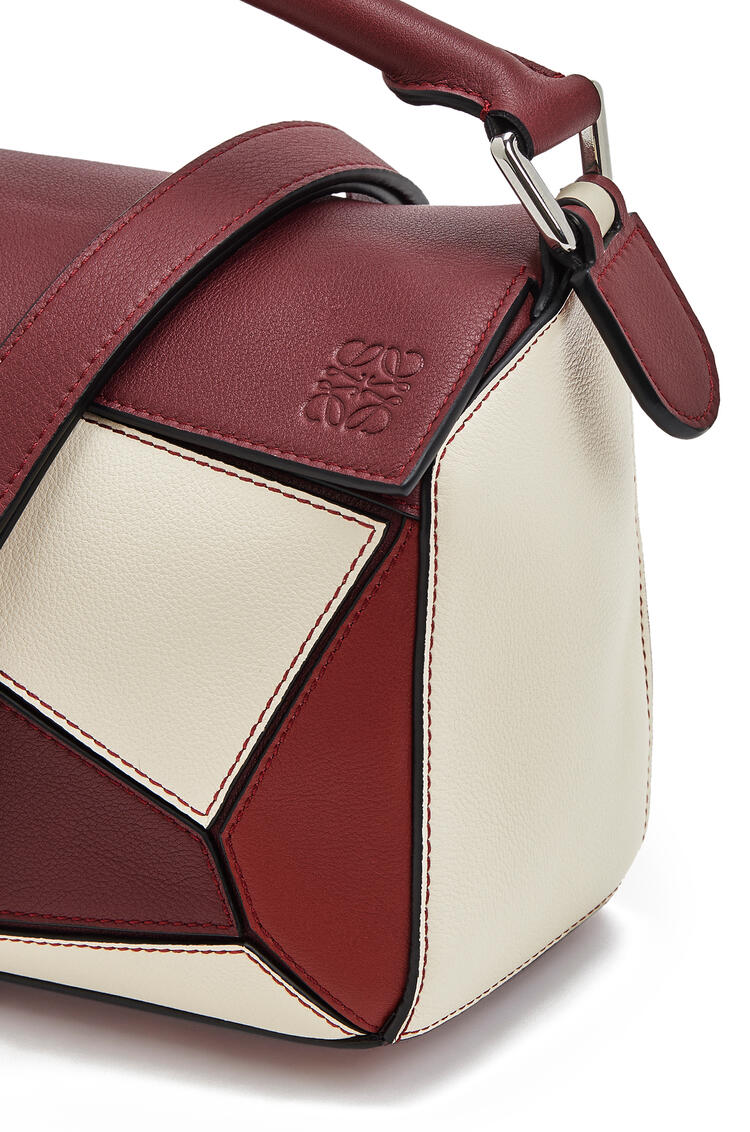 LOEWE Small Puzzle bag in classic calfskin Wine/Garnet pdp_rd