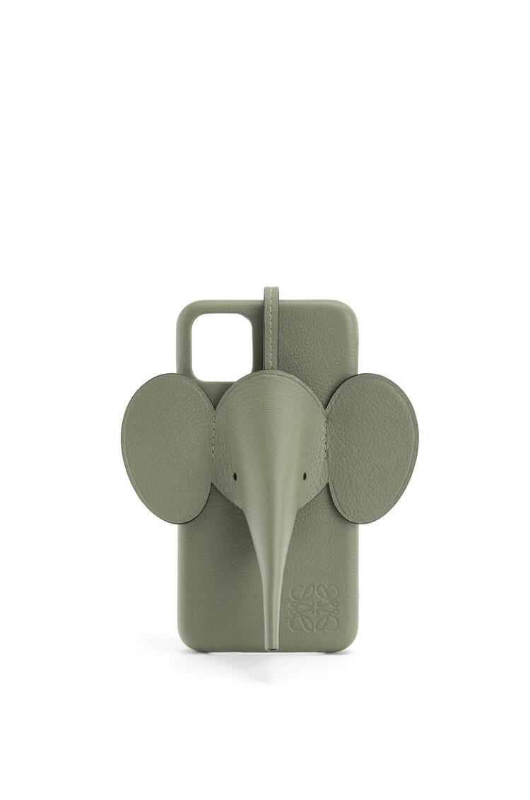 LOEWE Elephant cover for iPhone 11 in classic calfskin Avocado Green pdp_rd