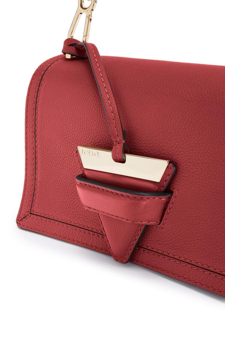 LOEWE 柔软粒面牛皮革 Barcelona 手袋 鲜红色 pdp_rd