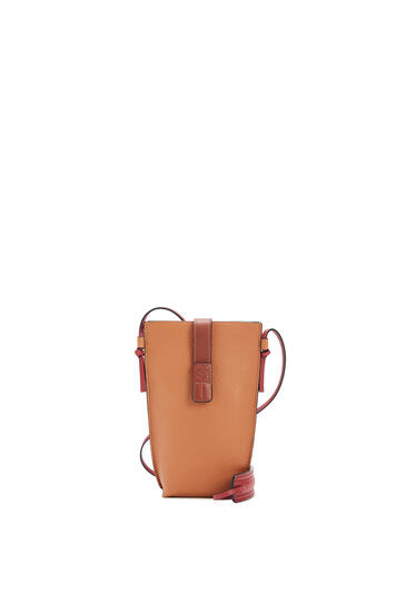 LOEWE 柔软粒面小牛皮 Pocket 手袋 Light Caramel/Pecan pdp_rd