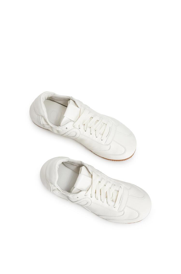LOEWE Zapatilla Ballet Runner En Piel De Cordero Blanco Suave pdp_rd