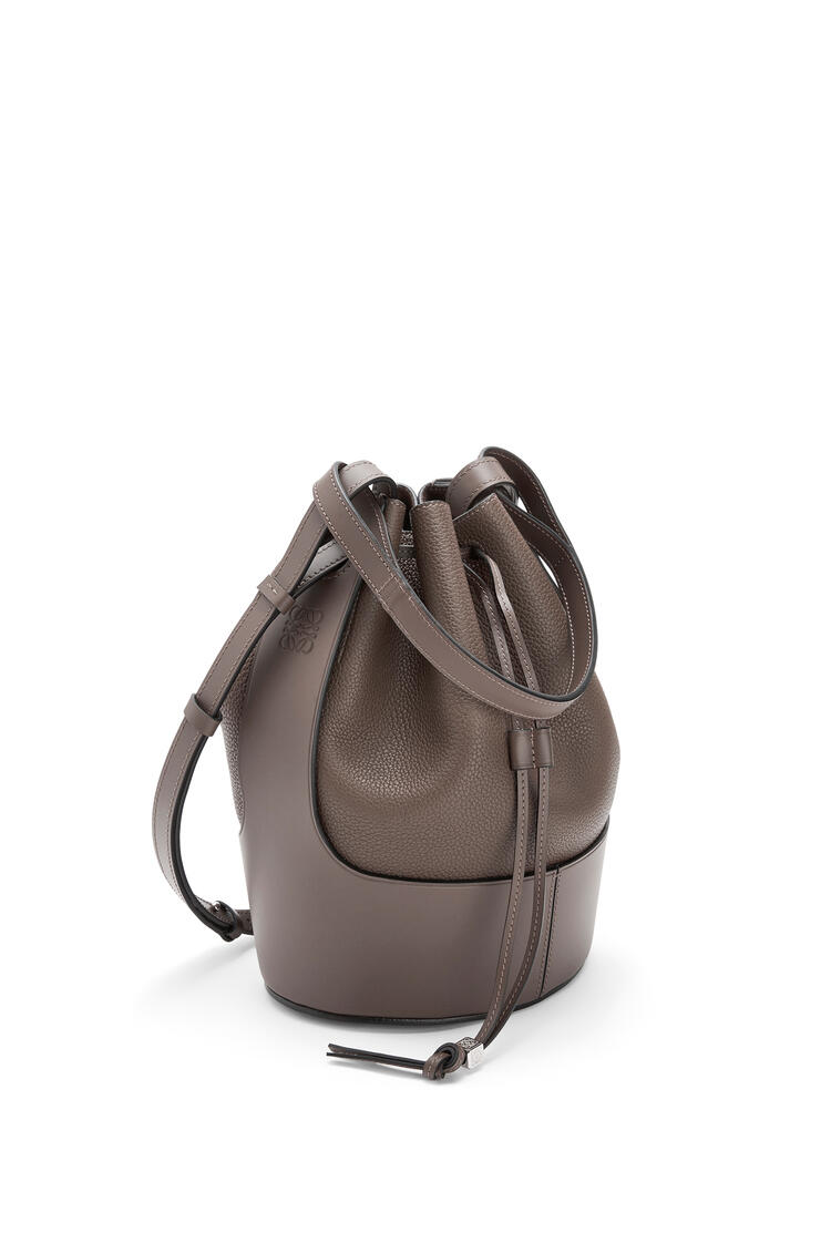 LOEWE Balloon bag in grained calfskin Taupe pdp_rd