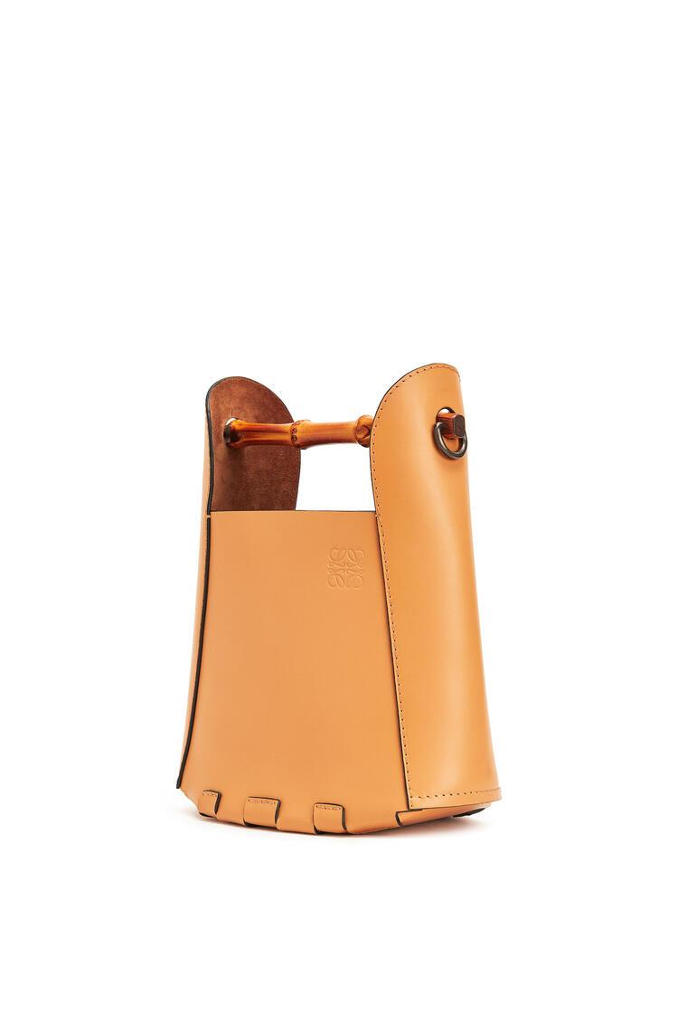 LOEWE Bamboo bucket bag in calfskin Honey pdp_rd