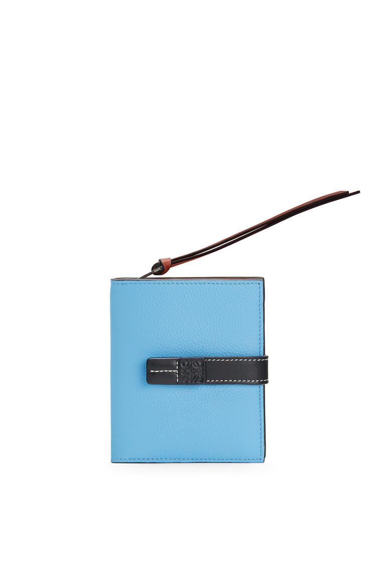 LOEWE Cartera compacta en piel de ternera suave con grano suave Azul Celeste/Negro pdp_rd