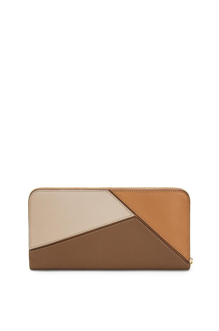 LOEWE Puzzle zip around wallet in classic calfskin Warm Desert/Mink Color pdp_rd