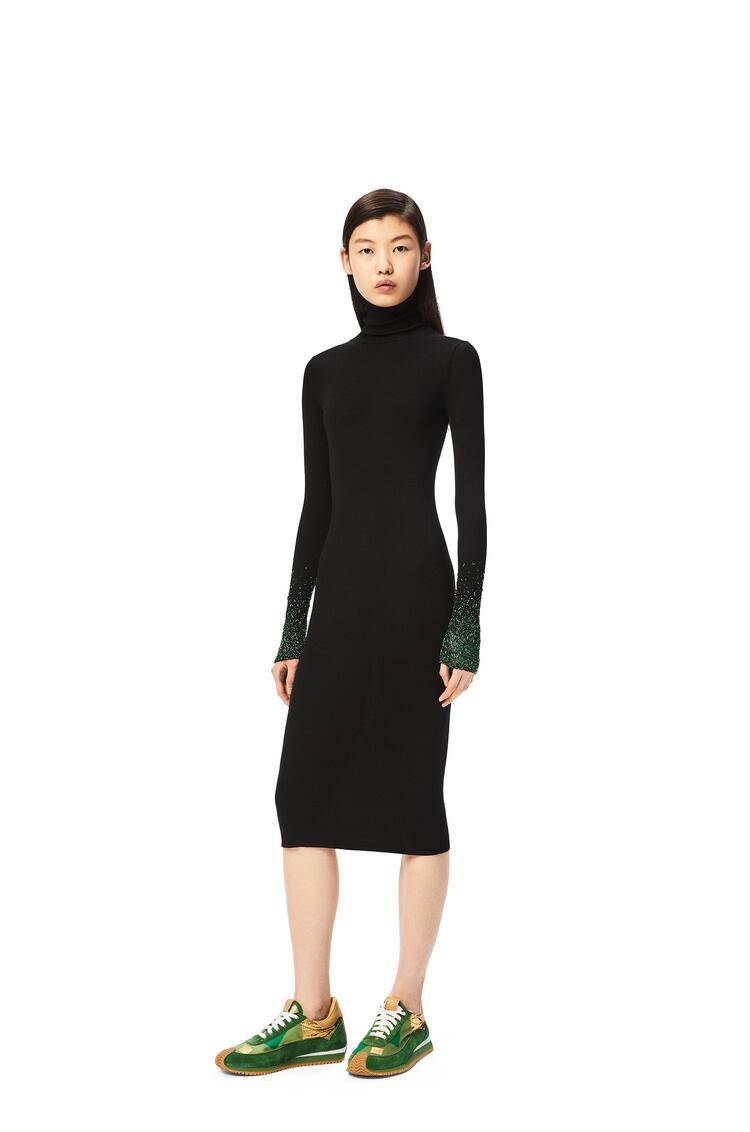 LOEWE Vestido midi de cuello alto en lana con adornos Negro pdp_rd