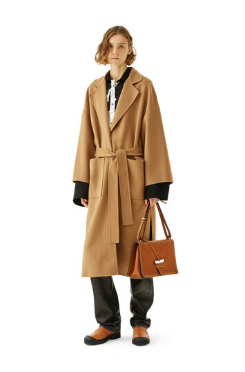 LOEWE オーバーサイズベルト コート キャメル front