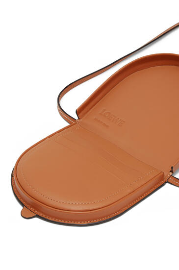 LOEWE Small Heel pouch in soft calfskin Tan pdp_rd