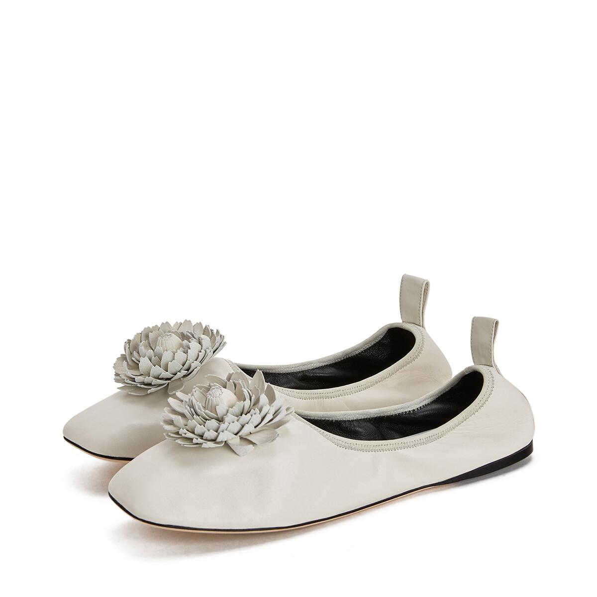 LOEWE Ballerina Flower Soft White/Black front
