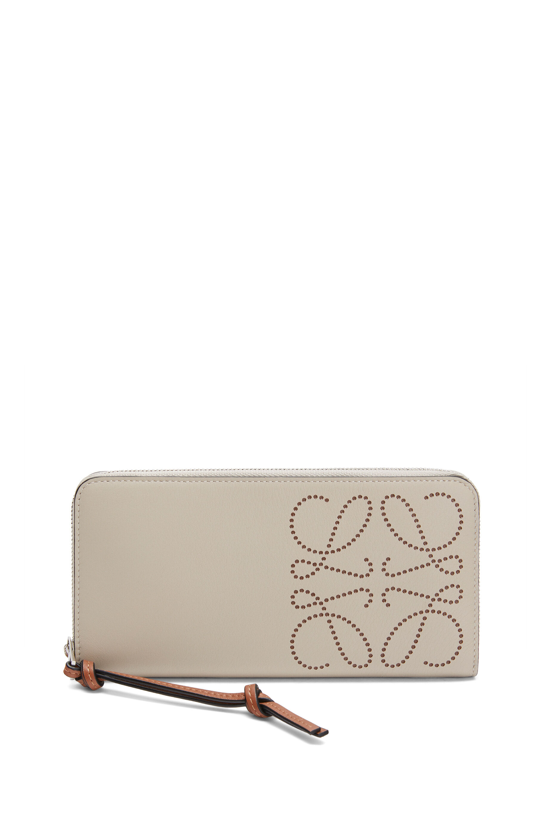 30代の女性に似合うロエベの財布