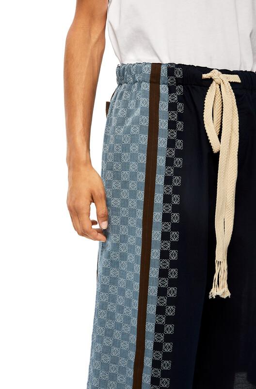 LOEWE Stripe Anagram Shorts 海军蓝/多色 front