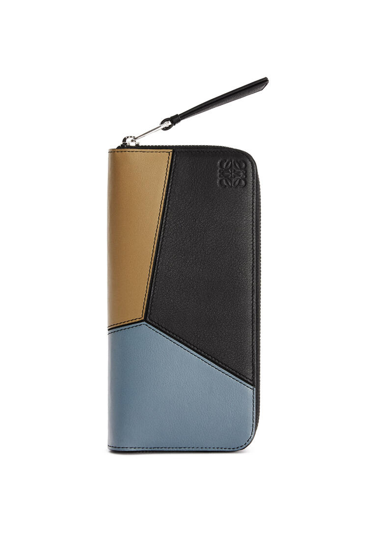 LOEWE Puzzle Open Wallet in classic calfskin Ochre Green/Storm Blue pdp_rd