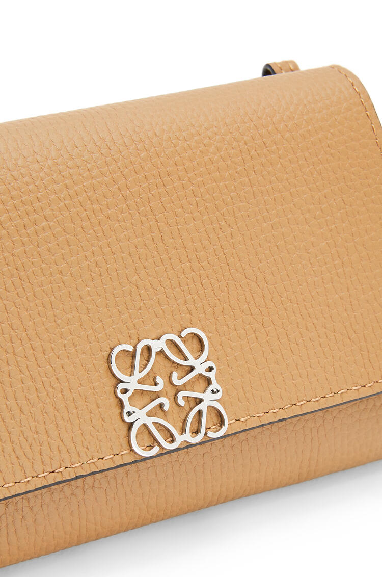 LOEWE Anagram wallet on chain in pebble grain calfskin Oak pdp_rd