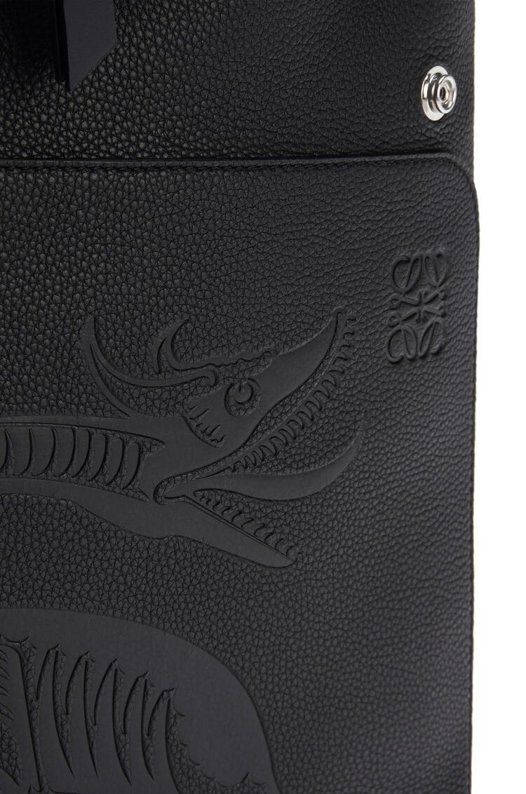 LOEWE Mochila Goya dragón en piel de ternera de grano suave Negro pdp_rd