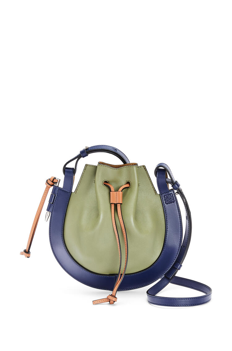 LOEWE 小号纳帕皮和牛皮革 Horseshoe 手袋 Avocado Green/Navy pdp_rd