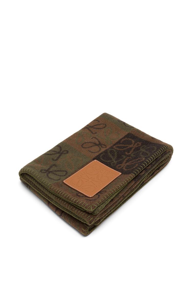 LOEWE 135 x 170 Anagram blanket in wool Beige Multitone/Tan pdp_rd