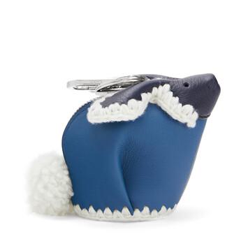 LOEWE Charm Conejo Crochet Azul Medianoche/Azul Varsity front