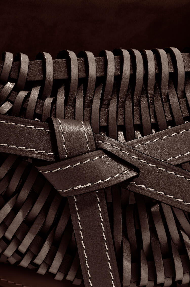 LOEWE Small Gate Bag In Woven Soft Calfskin 栗色 pdp_rd