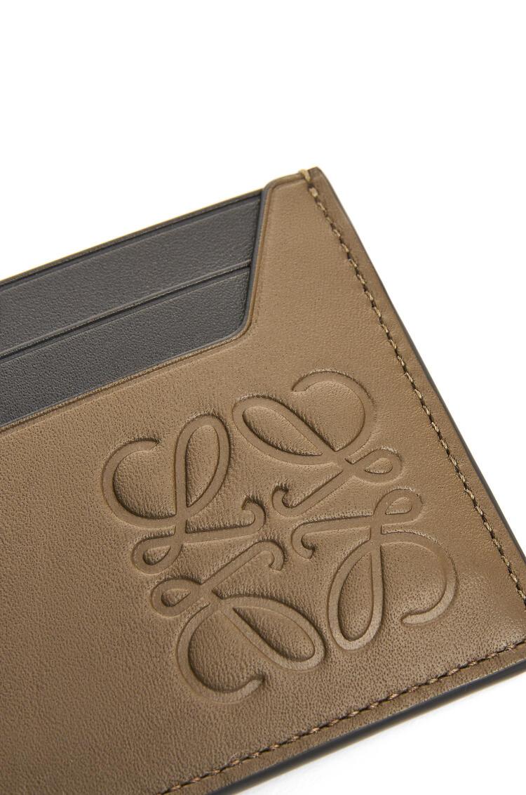 LOEWE Brand plain cardholder in classic calfskin Khaki Brown pdp_rd