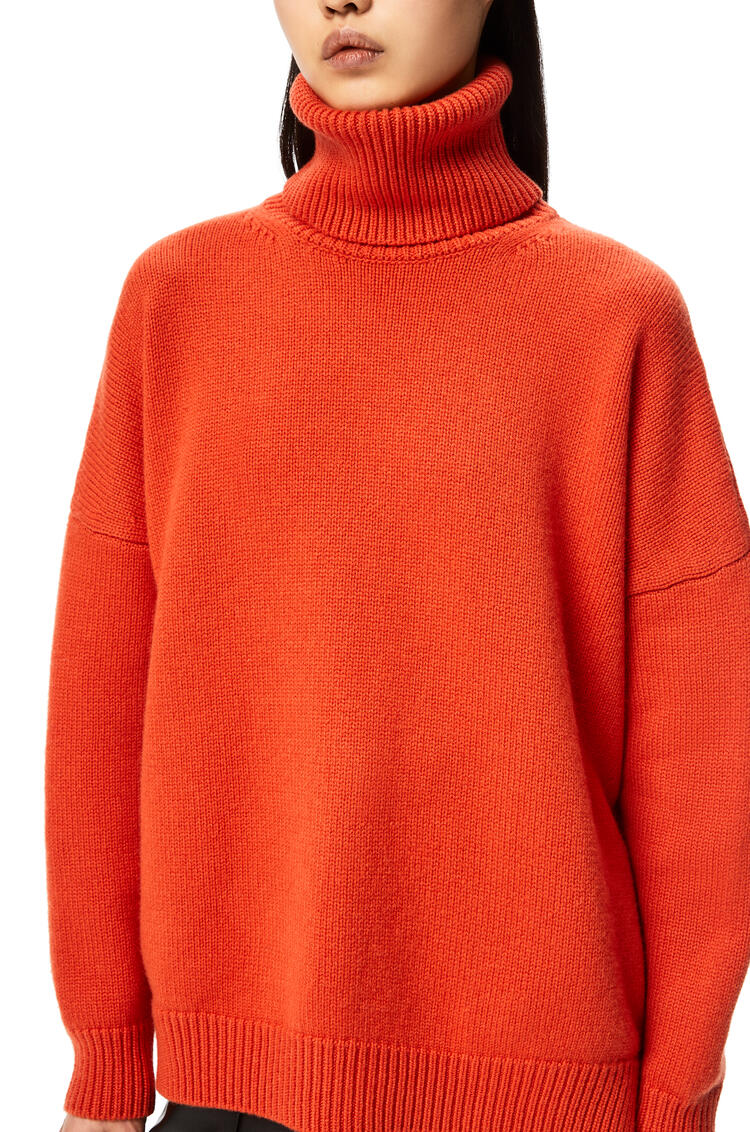 LOEWE Anagram embroidered turtleneck sweater in cashmere Orange Blossom pdp_rd