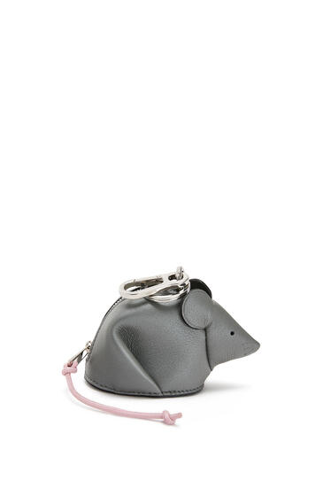 LOEWE Charm Mouse en piel de ternera perlada Gris Metalico/Candy pdp_rd