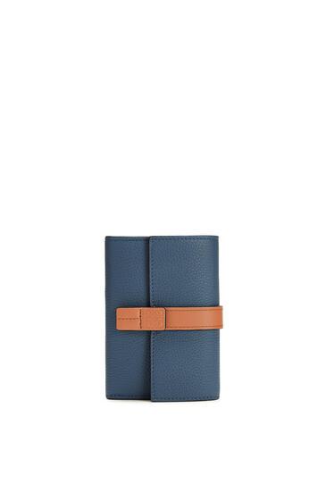 LOEWE バーティカル ウォレット スモール(ソフト グレイン カーフスキン) Steel Blue/Tan pdp_rd