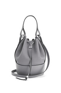 LOEWE Balloon bag in grained calfskin Smoke pdp_rd
