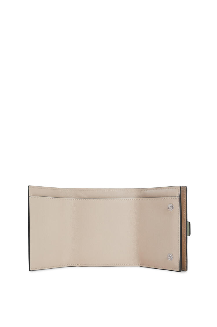LOEWE Trifold wallet in soft grained calfskin Rosemary/Tan pdp_rd