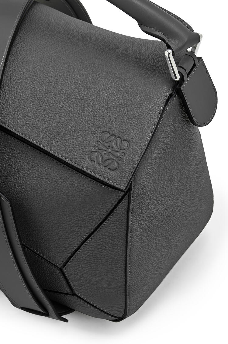 LOEWE Large Puzzle bag in soft grained calfskin Black pdp_rd
